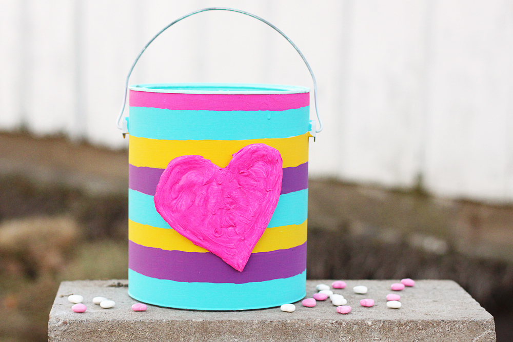 upcycled-diy-valentine-bucket-from-a-paint-can