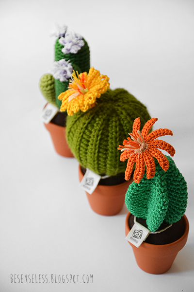 amigurumi crochet cactus in clay pot - cactus uncinetto in vasi di terracotta