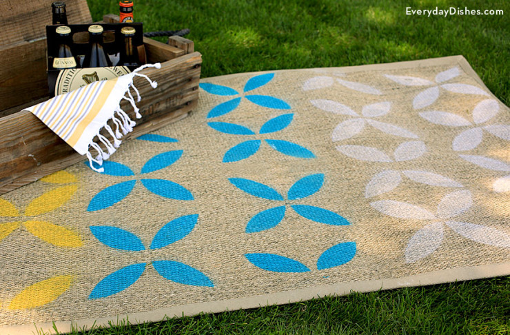 stenciled-outdoor-rug-everydaydishes_com-H-740x486