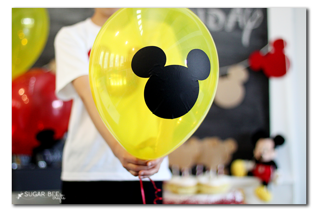 mickey-mouse-party-balloon