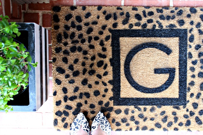 Stenciled mat finished close shoes