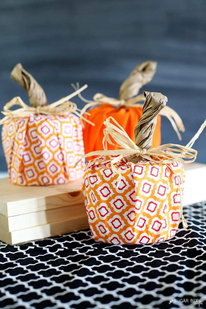 easy-fall-pumpkin-craft-idea-toilet-paper-pumpkin