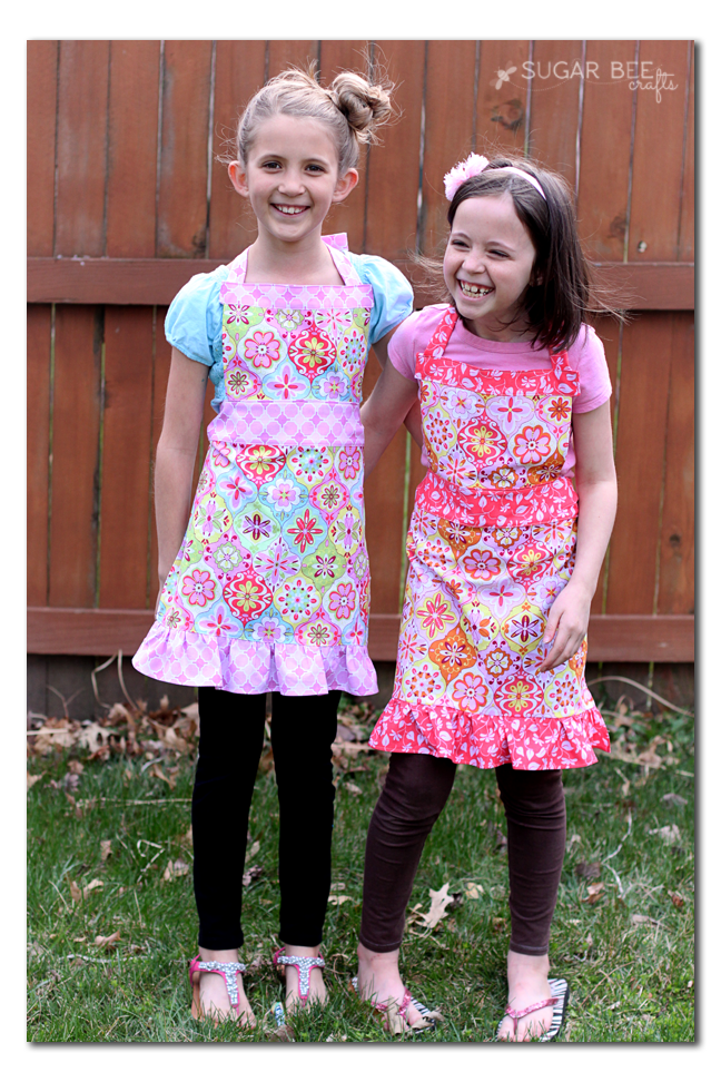 girls-aprons