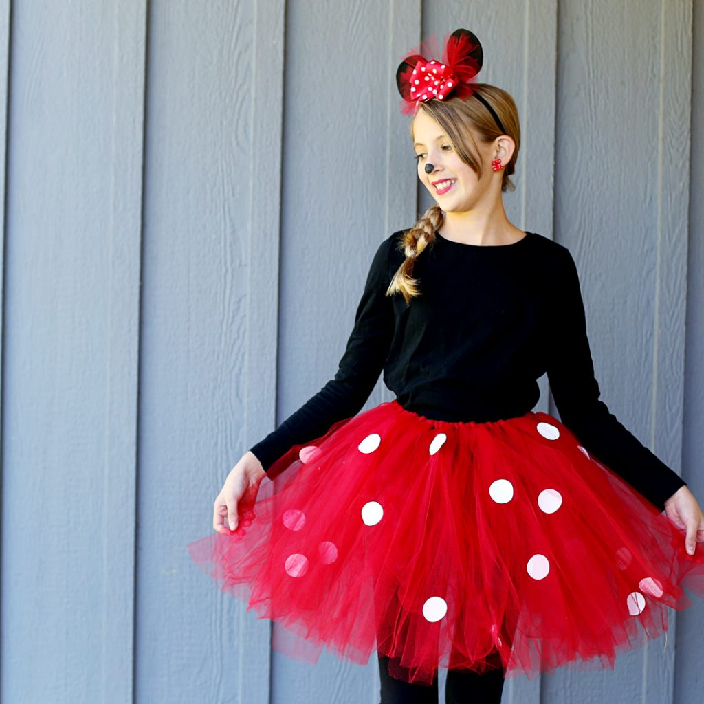 5b97df04c How to Make a DIY Minnie Mouse Costume (With Tutu) | NO SEW