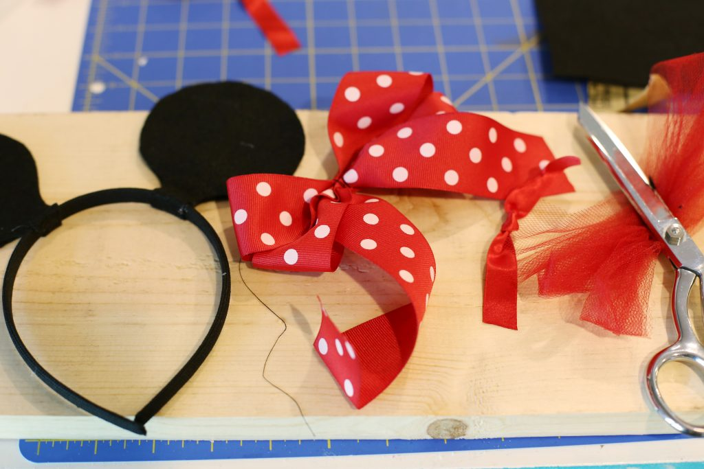 minnie-mouse-ears-headband-bow-diy-tutorial-how-to-make