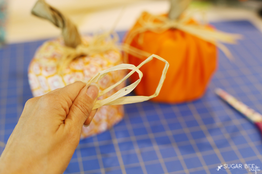 pumpkin-craft-rafia-bow-idea