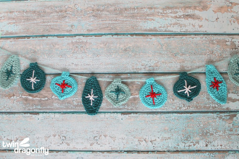 crochet-christmas-ornament-garland-800x534