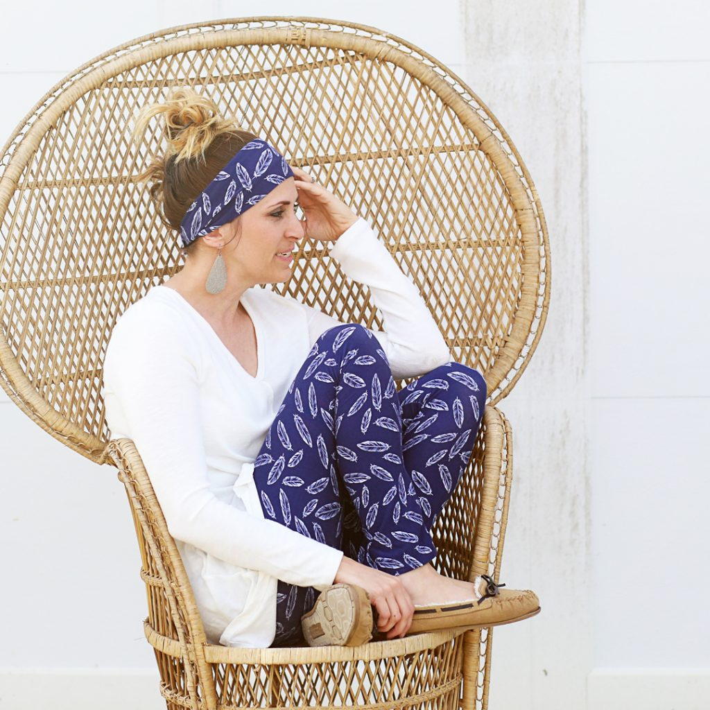 feathers-navy-lounge-leggings-diy-ig
