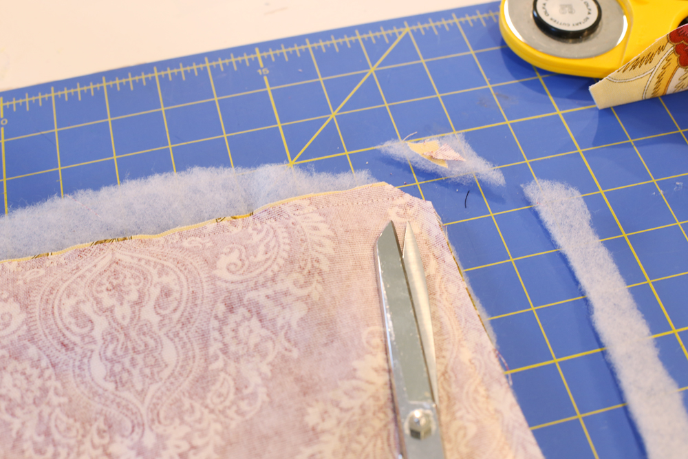 placemat-sewing-trim-edges
