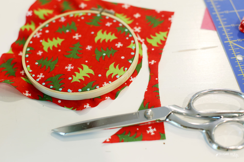 fabric-hoop-decor-holiday