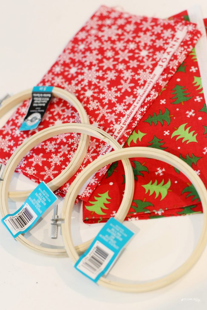holiday-fabric-hoop-ornament