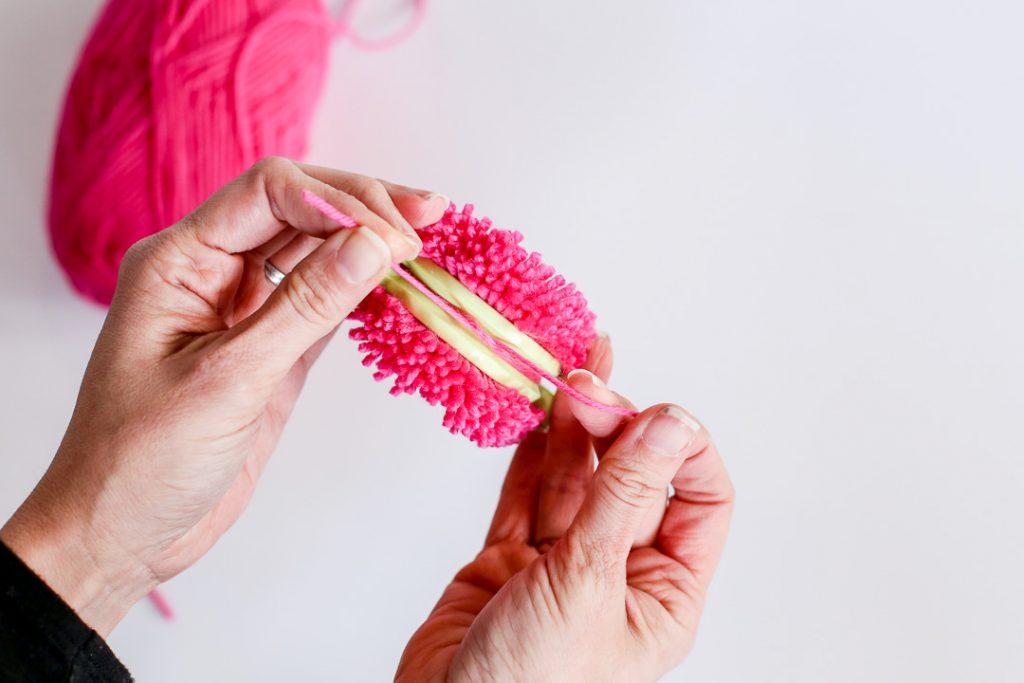 yarn pom pom how to-11