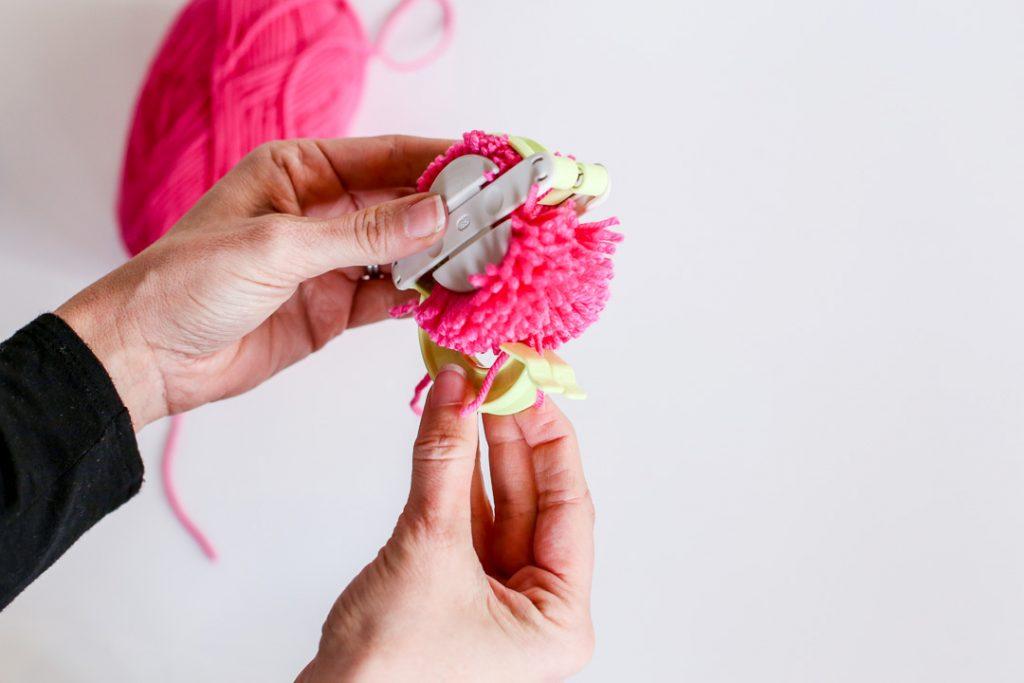 yarn pom pom how to-12